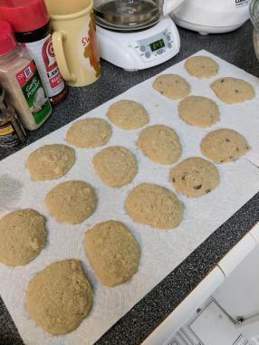 Keto choc chip cookies